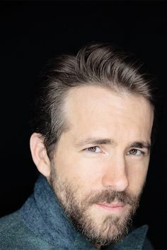 Stylish Lumberjack Look - Ryan Reynolds Best Haircuts Ryan Reynolds Beard, Ryan Reynolds Haircut, Short Shag Haircuts, Cool Haircuts, Tom Hardy Haircut, Blake And Ryan, Textured Bangs, Blake Lively Family, Amor