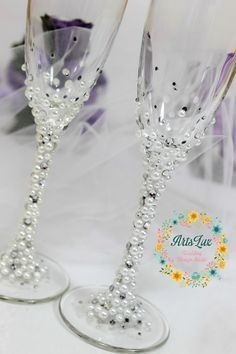 Pearls Wedding champagne glasses in ivory/white-Winter by ArtsLux