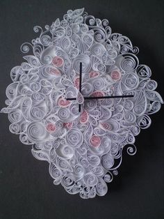 Beautiful quilled clock. Although time consuming even a beginner could create this clock. From bettercurly.blogspot.com