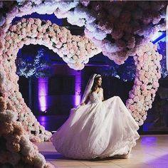 Pura magia ❤ #dream ✨ . . . #sonhodecasamentooficial#casamentodossonhos #bride#weddingplanner#noivados #noiva2017 #noiva2018#casei#follow #love #wedding#noivo#decor#casório #lindo#noivalinda#weddingday#cerimonia #festadecasamento #festadenoivado #vestidodenoiva #vestidaparacasar#bahia#noivinhas #brazilian #noivasdabahia #brasil #meusonho#ny