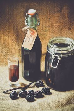 Make some Christmas gifts with this year's batch of blackberries, September seasonal recipe. How to make homemade blackberry and vanilla vodka.um vodka you say? count me in! Homemade Alcohol, Homemade Liquor, Blackberry Vodka Recipes, Blackberry Gin, Strawberry Jam, Raspberry, Cocktail Drinks, Alcoholic Drinks, Beverages