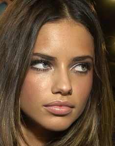 Adriana Lima- love the make up