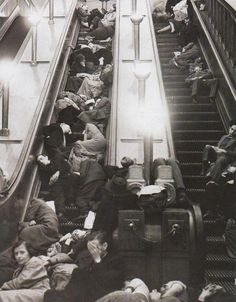 WWII - Civilians sleeping in their make shift bomb bunkers in The London Underground. Can you imagine how uncomfortable that must have been, sleeping on a metal escalator? London History, British History, World History, World War Ii, London Underground, Vintage London, Old London, The Blitz, War Photography