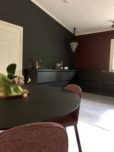 Black and brass,black wall,less is more