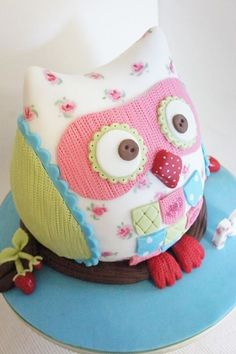 Children's Birthday party ideas with this Kids birthday cake!. I love this owl cake it's absolutely insane! I can't believe how amazingly like a fabric owl it looks!!. Incredible! Would be great for an adults party also!.