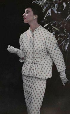 Vintage Suit by Balenciaga 1952 Vintage Fashion 1950s, Vintage Couture, Vintage Mode, Retro Fashion, Love Fashion, Vintage Ladies, Fashion Design, Balenciaga Vintage, Balenciaga Work