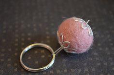 Felted keychain / Huovutettu avaimenperä #etsymntt #jewelry