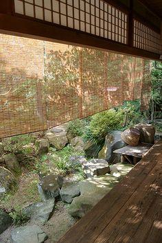 Veranda and Garden (Japanese Architecture) Japanese Garden Style, Japanese Design, Japanese Gardens, Japanese Deck Ideas, Japanese Modern, Asian Architecture, Garden Architecture, Installation Architecture, Jardin Zen Interior
