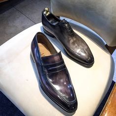 Altan Bottier Artisans Bottiers à Paris — Wholecut and Loafer are essentials Oxfords, Loafer Shoes, Men's Shoes, Shoe Boots, Dress Shoes, Loafers, Shoes Men, Derby, French Shoes