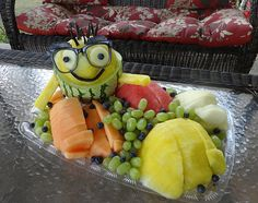 wateremelon minion fruit tray by Cindy Rozich. See more Labor Day fruit Carving ideas at http://www.vegetablefruitcarving.com/blog/minion-fruit-tray-labor-day/