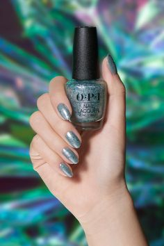 Glitter nails are in. Try out 'Ecstatic Prismatic' over the gray nail polish 'I Can Never Hut Up' to get this sparkly look. New Nail Colors, Solid Color Nails, Silver Nail Polish, Silver Nails, Sparkle Nails, Glitter Nails, Glitter Bath Bomb, Party Nails, Shoe Polish