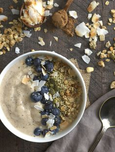 Maple and chai are a match made in heaven. This maple chai smoothie bowl is gluten-free, vegan, and makes the perfect satisfying breakfast.