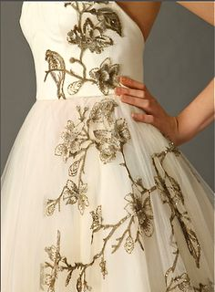 More lace type embroidery over tulle! BALLERINA Dress in Embroidered Tulle by Alexander McQueen [detail] Couture Details, Fashion Details, Timeless Fashion, High Fashion, Fashion Design, Ballet Fashion, Formal Fashion, Funky Fashion, Couture Embroidery