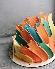 "These Insanely Gorgeous ""Brushstroke"" Cakes Are Like Edible Works of Art 3d Cakes, Fondant Cakes, Fondant Bow, Marshmallow Fondant, Fondant Tutorial, Fondant Figures, Mini Eggs Cake, Brushstroke Cake, Fondant Flower Cake"