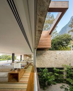 Designed by São Paulo-based architect Arthur Casas and his team for a Brazilian television presenter, the AL House offers striking views of the Rio de Janeiro river and the wider state's countryside and surrounding forests. The home is 5200 sq ft of e. Architectural Digest, Architecture Cool, Contemporary Architecture, Contemporary Houses, Architecture Wallpaper, Studio Arthur Casas, New Modern House, Sandstone Wall, Luxury Modern Homes