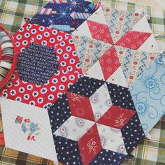 Another smitten block complete, I love playing with these fabrics, #smittenquilt  #epp  #englishpaperpiecing #redwhiteandblue