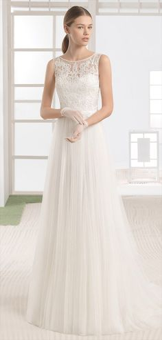 Lightweight dress with beaded lace bodice, soft tulle skirt and boat neckline, in natural.