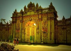 Dolmabahce Palace - beautiful attractions in Istanbul on GlobalGrasshopper.com