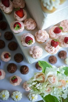 decorative cupcake frosting