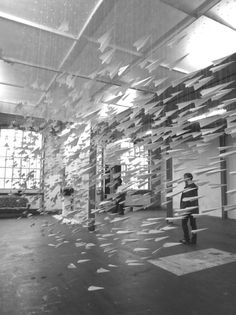 One Thousand Means of Escape One Thousand Means of Escape paper installation art airplanes Astrid Bin Paper Installation, Ceiling Installation, Art Installations, Art Et Architecture, Instalation Art, Airplane Art, Airplane Mobile, Kinetic Art, 3d Studio