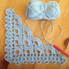 Triangle of Fans Stitch Tutorial Beautiful Skills - Crochet Quiltin . Triangle of Fans Stitch Tutorial Beautiful Skills - Crochet Knitting Quiltin . - bilddeutch History of Knitting Yarn s. Poncho Crochet, Crochet Shawls And Wraps, Love Crochet, Crochet Motif, Crochet Hats, Beautiful Crochet, Simple Crochet, Crochet Sweaters, Crochet Stitches Patterns