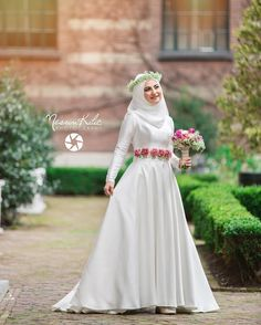 Modern Silver A-line Wedding Dress With Long Sleeves Despite the simplicity of the Muslim bride will look perfect so that the wedding event still looks luxurious. Modern Muslim wedding dresses have… Muslimah Wedding Dress, Muslim Wedding Dresses, Muslim Brides, Muslim Dress, Bridal Dresses, Bridesmaid Dresses, Bridal Hijab, Hijab Bride, Bride Gowns