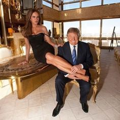 EVGENIA GL I love his huge smile! Our President & First Lady! What the hell does she see in that asshole? Oh, money of course. Donald Trump Family, Donald And Melania Trump, First Lady Melania Trump, Malania Trump, Trump One, Pro Trump, Melania Knauss Trump, Trump Picture, Our President