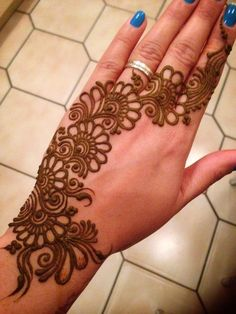 Mehndi henna designs are always searchable by Pakistani women and girls. Women, girls and also kids apply henna on their hands, feet and also on neck to look more gorgeous and traditional. Henna Hand Designs, Dulhan Mehndi Designs, Full Mehndi Designs, Mehndi Designs Finger, Latest Bridal Mehndi Designs, Mehendi, Mehndi Designs For Girls, Mehndi Designs For Beginners, Mehndi Design Pictures