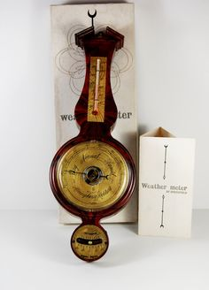 Made the USA by Springfield Instruments Co, Inc, this vintage weather meter/station is in mint condition with the box and instructions. Measures temperature and humidity.
