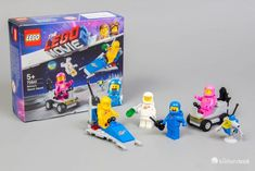 In 70841 Benny& Space Squad aus The LEGO Movie 2 gibt es viele bunte Raumfahrer Lego Film, Lego Movie 2, Lego Space Sets, Lego Sets, Slate Flooring, Concrete Floors, Squad, Lego Spaceship, The Slate