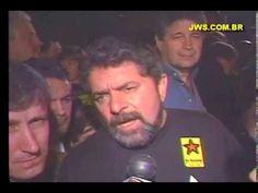 """1992 -  Lula no ato pelo impeachment de Collor em """"QUEM COM FERRO FERE, COM O MESMO SERÁ FERIDO""""  EM CURITIBA, LULA REALIZOU UM DOS MAIORES PROTESTOS A FAVOR DO IMPEACHMENT CONTRA O COLLOR!..  24 ANOS DEPOIS, PERMITIU DEUS, NO MESMO LOCAL, LEVANTAR UM MORO, JUIZ QUE COMPROVA, NA OPERAÇÃO LAVA-JATO, QUE O MESMO LULA, DEIXA UM RASTRO DE CORRUPÇÃO, INIGUALÁVEL, SE COMPARADO AO DAQUELE QUE UM DIA ACUSOU E O ALIJOU DA PRESIDÊNCIA DA REPÚBLICA...  O BRASIL, DEPOIS QUE COLOCAR NA PRISÃO, CORRUPIÇ"""