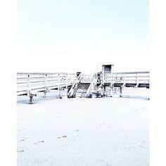 BEACH CROSSING - LOVE THESE SPOTS... . . Private account : @vanessa.pur  Snapchat : pureglamtv . . #spo #spolive #sanktpeterording #nordsee #noclouds #walkway #bridge #wood #beachview #beach #beachphotography  #beachwalk  #streetphotography #coast #coastline #photooftheday #travel #traveldiary #ig_travel #deutschland  #diewocheaufinstagram #windy #wind #passionpassport #travelblogger #travelwithme #traveltheworld