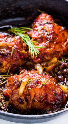 Insanely delicious recipe for 5 ingredient, gluten free caramelized onion and rosemary chicken which takes 30 minutes and only one pan, so minimal cleanup required.