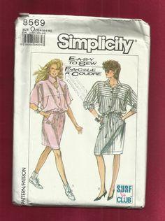 Vintage simplicidad 8569 ultra holgada blusa vestido con frente y trasero yugos, soltar los hombros, en los puños, botones frontales en una falda recta con bolsillos laterales  ALREDEDOR DE 1988  ... TAMAÑO 12... 14... 16 ... BUSTO 34... 36... 38 HIP... 36... 38... 40  SIN CORTAR/COMPLETAR/FÁBRICA DE PLIEGUES SOBRES BUEN ESTADO USADOS Y ARRUGADOS BORDES Y ESQUINAS