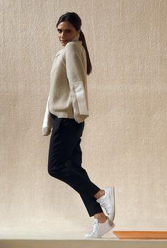 Victoria Beckham se met au plat & porte des Stan Smith à son défilé ! * Chloé Fashion & Lifestyle