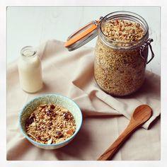 Mandel Quinoa Granola