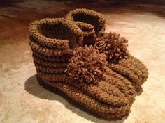 Arkimamman Arkiralli: Varsitossut Eila-mummun tossuista Next, Knitted Slippers, Straw Bag, Knit Crochet, Knitting, Hats, Projects, Knit Slippers, Tricot