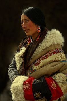 Tibetan Amdo Source by Mode Costume, Ethno Style, Tribal People, Central Asia, World Cultures, Interesting Faces, People Around The World, Home Fashion, Traditional Dresses