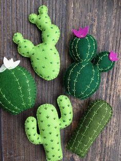 This beautiful mixed cactus garland is a little something for all the cactus lovers out there! Made using a high quality wool felt in various shades of green, hand stitched in contrasting cotton threads and lightly stuffed with hi loft toy filling, t Decoration Cactus, Cactus Craft, Felt Decorations, Fabric Crafts, Sewing Crafts, Cute Sewing Projects, Cactus Flower, Cactus Cactus, Indoor Cactus