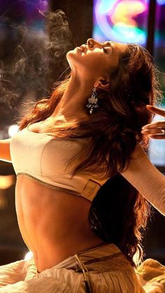 Deepika Padukone looks amazing in Ang Laga De Those curves are insane Indian Bollywood Actress, Bollywood Girls, Indian Actresses, Ileana D'cruz Hot, Deepika Padukone Hot, Bollywood Designer Sarees, Zendaya Style, Indian Goddess, Indian Wife