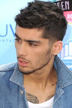 22 Photos of Zayn Malik to Look at While You Ugly Cry About Him Leaving One Direction Zayn Malik Style, Zayn Malik Photos, Zyan Malik Hairstyle, Short Hair Cuts, Short Hair Styles, Bollywood Hairstyles, Trending Haircuts, Fade Haircut, Boy Hairstyles
