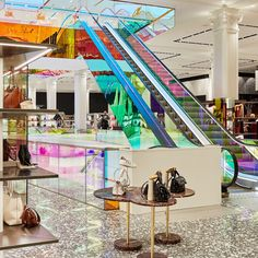 Rem Koolhaas–Designed Escalator Unveiled for Saks Fifth Avenue Redesign House Architecture Styles, Architecture Drawing Art, Classical Architecture, School Architecture, Interior Architecture, Rem Koolhaas, Frank Lloyd Wright Homes, Interior Design Sketches, Famous Architects