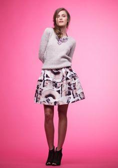 Oppskrifter - Alle gratisoppskrifter - Genser - Dame - Strikke - Norsk - Sandnes Garn Dame, Skater Skirt, Knitting Patterns, Mini Skirts, Shorts, Floral, Sweaters, Clothes, Knit Fashion