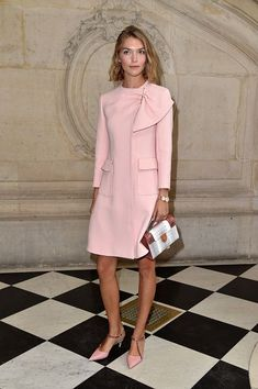 I love the outfit!Arizona Muse attends the Christian Dior show of the Paris Fashion Week Womenswear Spring/Summer 2017 on September 30 2016 in Paris France Look Fashion, Paris Fashion, New Fashion, Fashion Show, Womens Fashion, Fashion Design, Looks Chic, Looks Style, Mode Rose