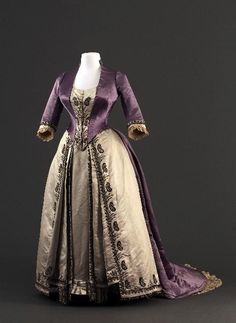 Worth dress with two bodices, 1885-90 From the Musée Galliera 1800s Dresses, Victorian Era Dresses, Victorian Era Fashion, Victorian Gown, Rococo Fashion, 1880s Fashion, House Of Worth, Lavender Dresses, School Dresses