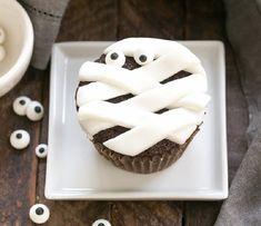 Chocolate Mummy Cupcakes http://yumgoggle.com/chocolate-mummy-cupcakes/ That Skinny Chick Can Bake