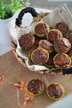 briose cu banane si iaurt grecesc Muffin Recipes, Baby Food Recipes, Cooking Recipes, Healthy Recipes, Rainbow Sweets, Foodies, Sweet Tooth, Food And Drink, Ale