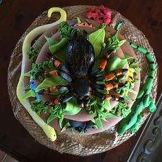 Reptile/rainforest Cake - CakeCentral.com Bug Birthday Cakes, 5th Birthday, Birthday Ideas, Rainforest Creatures, Reptile Party, Reptiles, Cupcakes, Tropical, Living Room