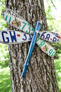 DIY Garden Art: dragon fly out of license plates. Instructions included.