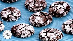 Bredele with brown sugar and praline sugar - HQ Recipes Chocolate Crinkle Cookies, Chocolate Crinkles, Cookie Desserts, Cookie Recipes, Snowball Cookies, Decadent Chocolate, Shaped Cookie, Clean Eating Snacks, Tray Bakes